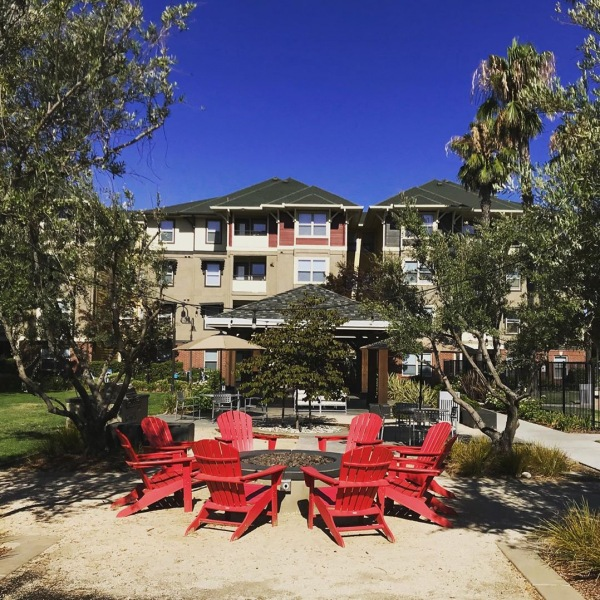 Here at The U Apartments we offer plenty of spaces for U to gather! Bring your bestie and grill out, chill out or hang out!  #theu #theudavis #theuapartments #ucd #ucdavis #davis #davisca #daviscalifornia #californialiving #student #uhouzz #davis #students