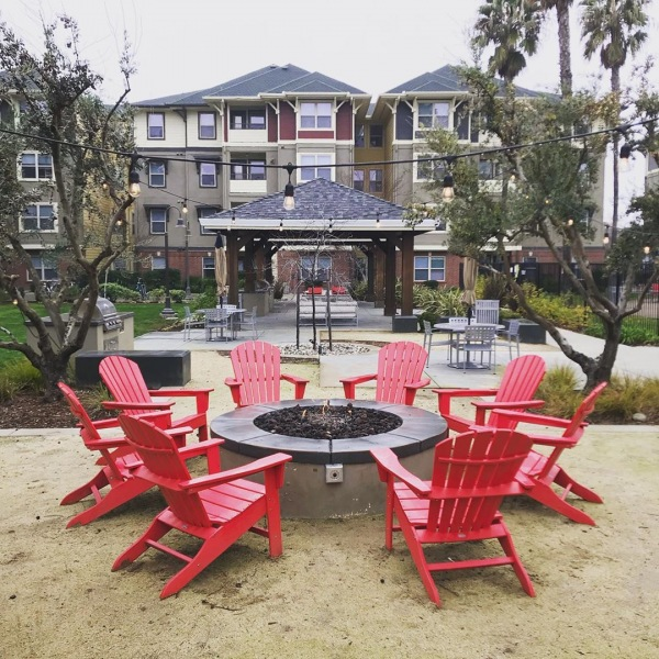 Cold weather in the forecast? Come warm up at one of our two fire pits!  #theu #theuapartments #theudavis #warm #davis #daviscalifornia #liveherelivewell #cold #weather #ahead #ucd #ucdavis #davis